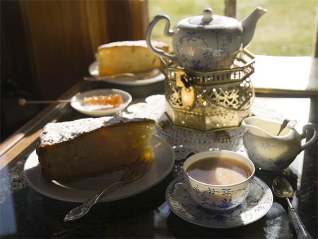 Ostfrisiesche-Teezeremonie
